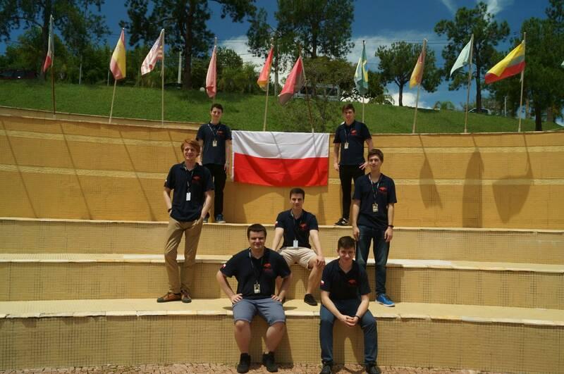 Siedem robotów skonstruowanych przez studentów z Koła Naukowego Robotyków KoNaR rywalizowało w Brazylii na zawodach Iron Cuo 2019. Maszyny z Politechniki Wrocławskiej walczyły w trzech kategoriach zdobywając złoto i srebro (fot. KN KoNaR)
